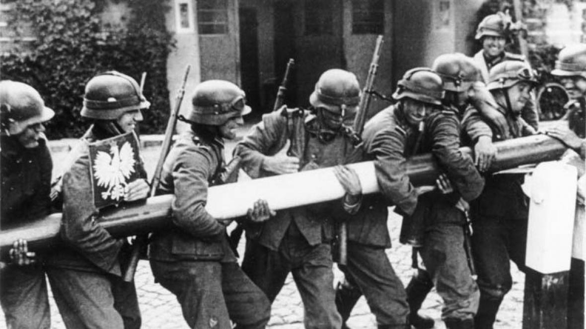 Němečtí vojáci při invazi do Polska v roce 1939