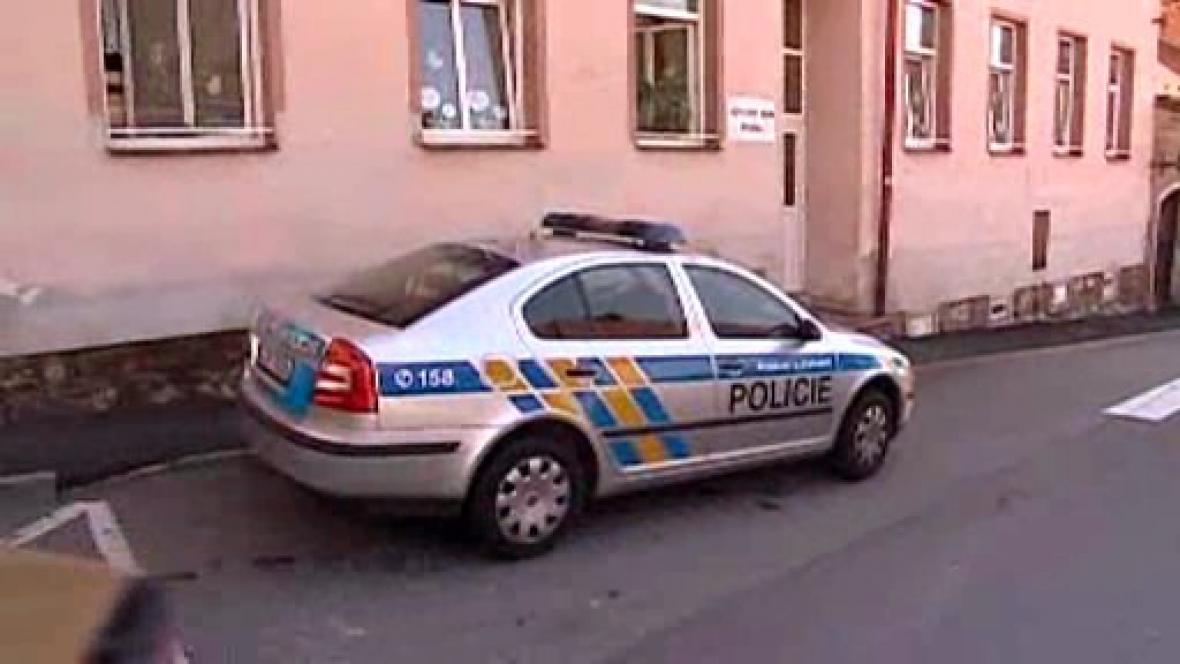 Policie u azylového domu