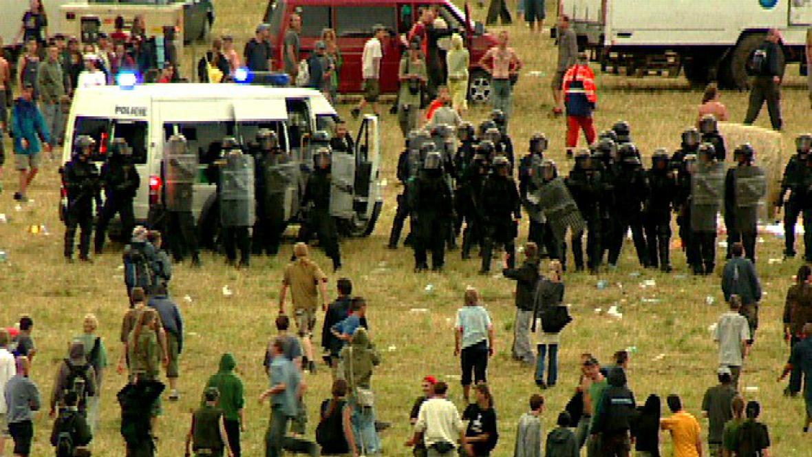 Policejní zásah na CzechTeku (Mlýnec 2005)