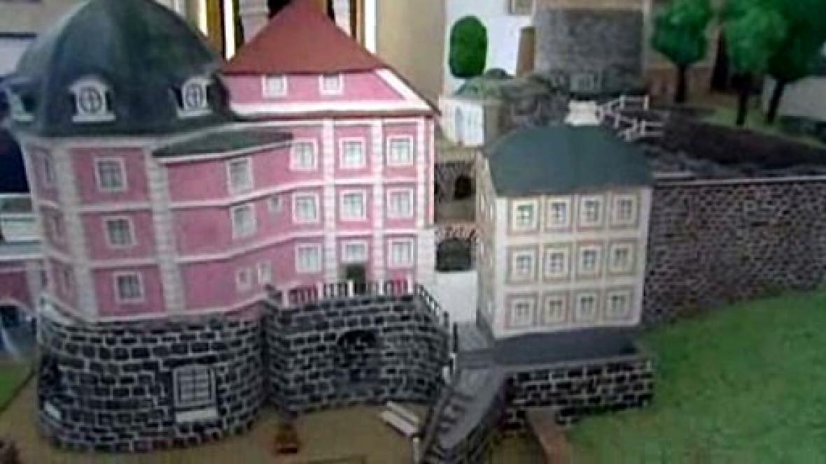 Model hradu a zámku Bečov