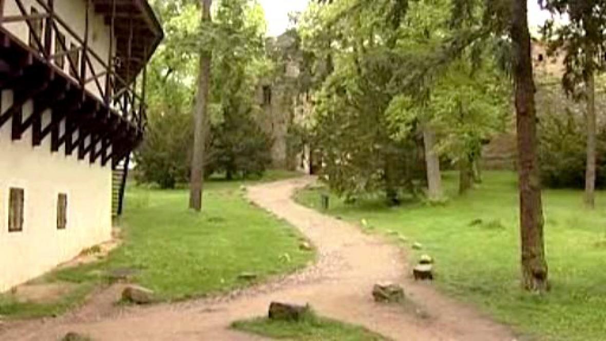 Přístupová cesta k památce
