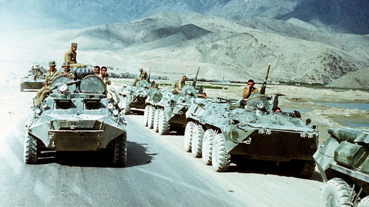 Sovětská vojska při stahování z Afghánistánu