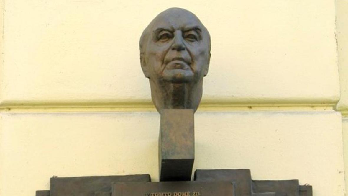 Pamětní deska Václava Holzknechta