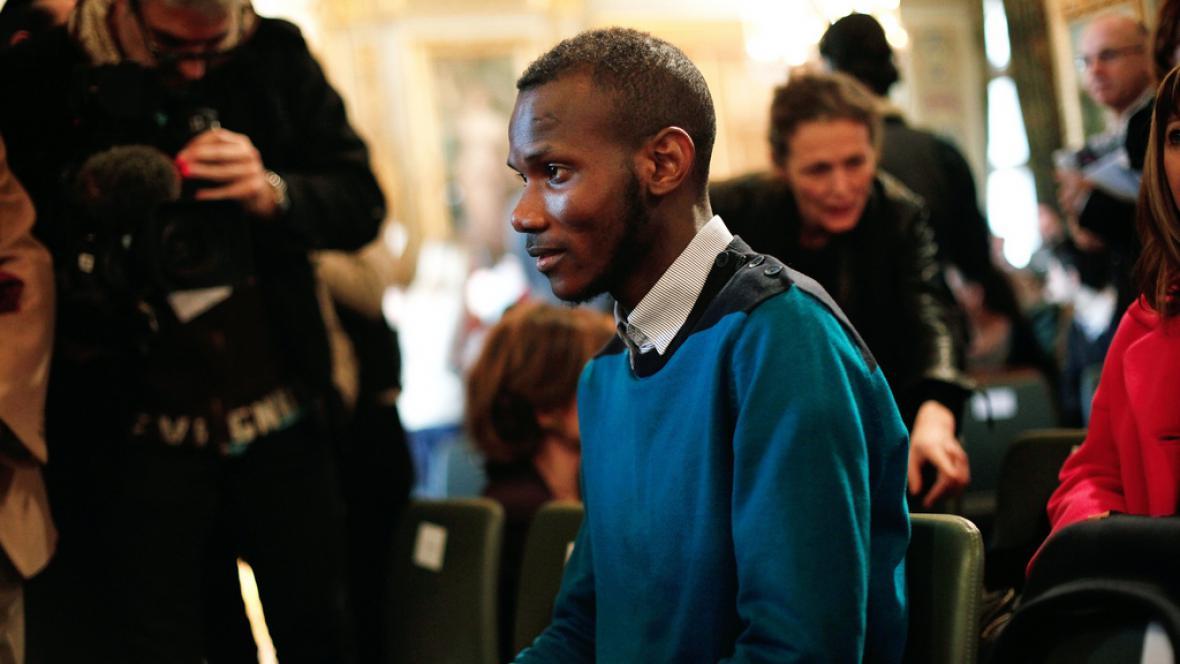 Bathily se stal hrdinou Francie. Online petice vyzývá k udělení Řádu čestné legie