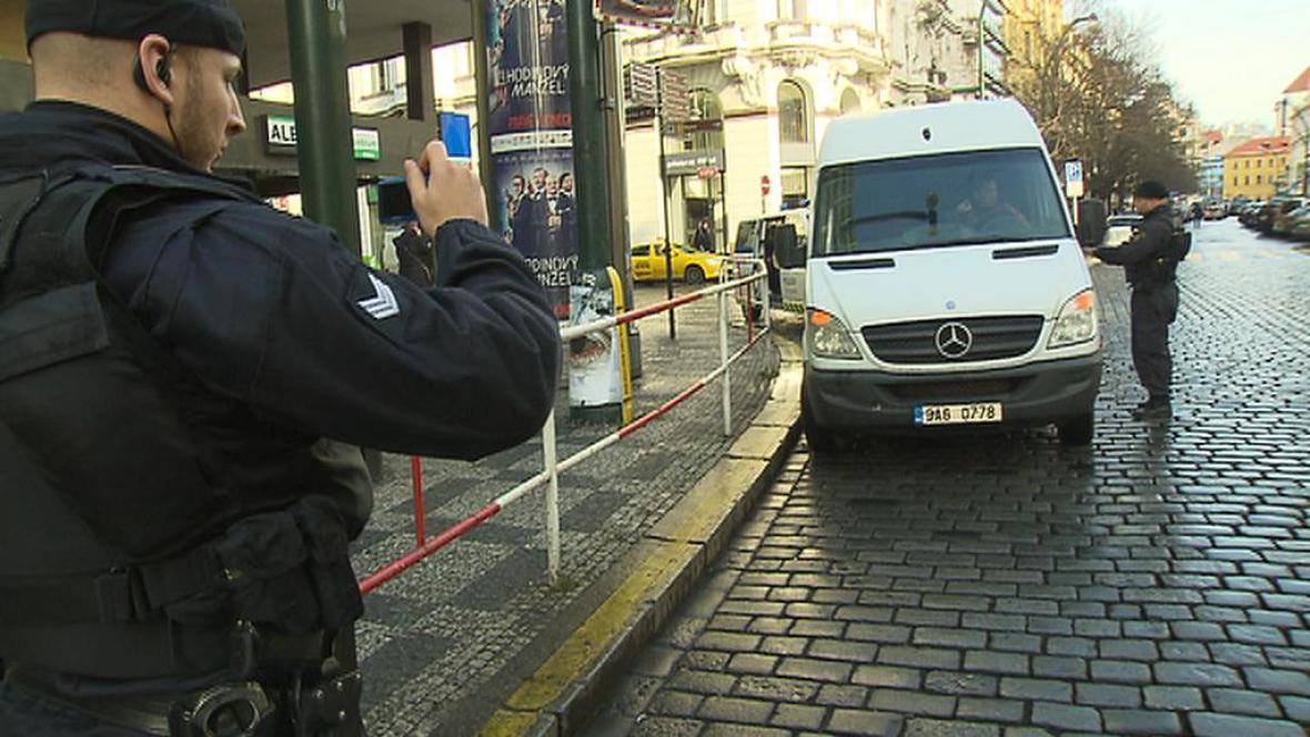 Strážníci řeší špatné parkování v centru