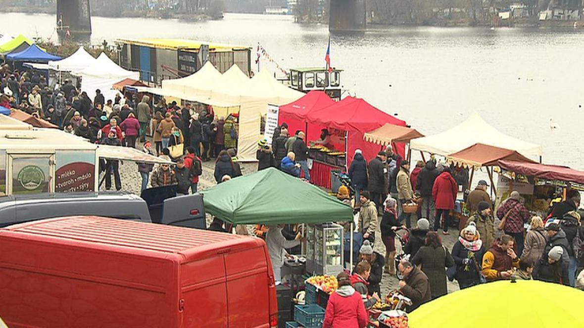 Farmářské trhy na pražské Náplavce