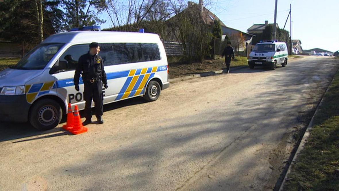 Policisté hlídají muniční sklad ve Slatině