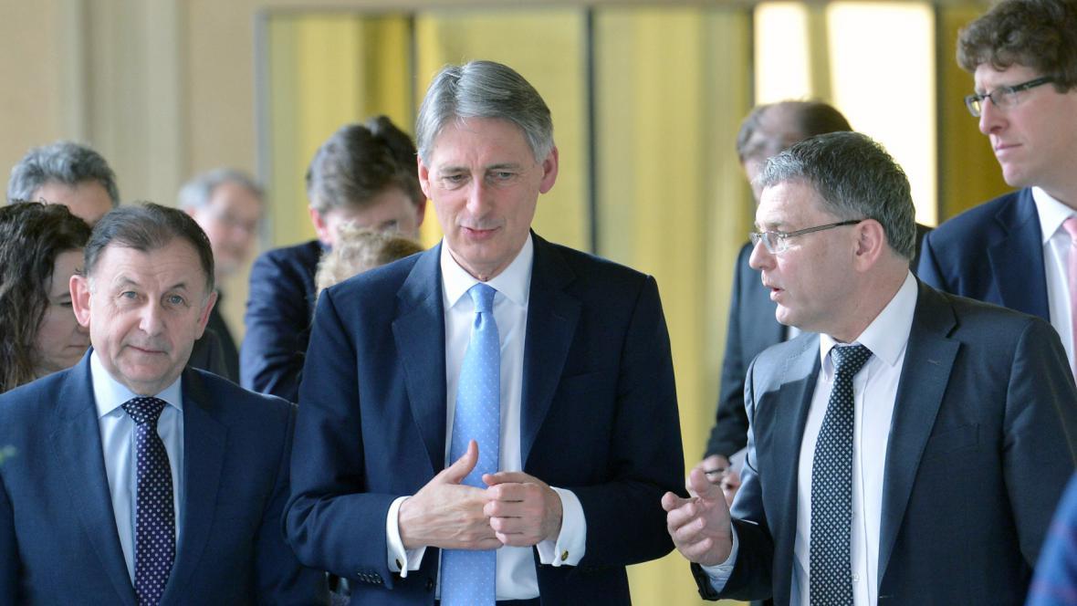 Ministr zahraničních věcí Lubomír Zaorálek a jeho britský protějšek Philip Hammond