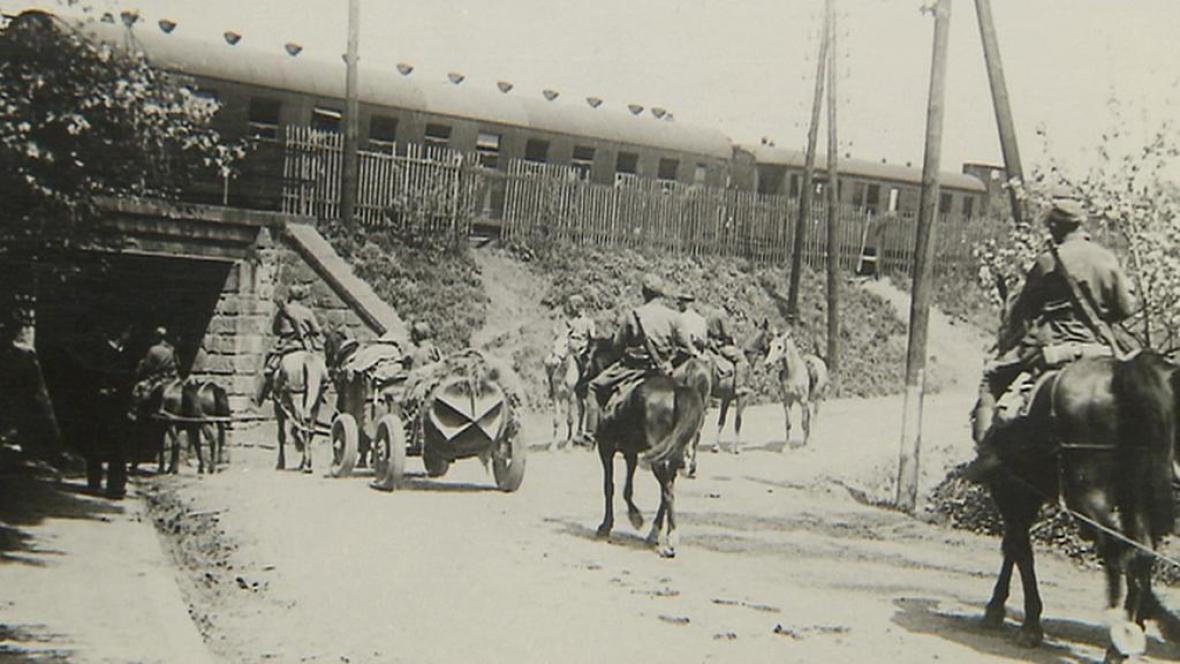 Do tábora v Bystřici přivážely vězně vlaky