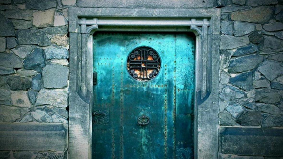 Pokovované dveře před nájezdem zlodějů