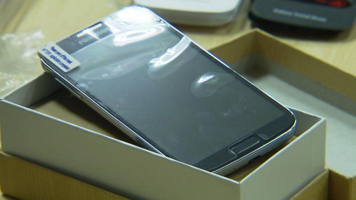 Padělek mobilního telefonu čínské výroby