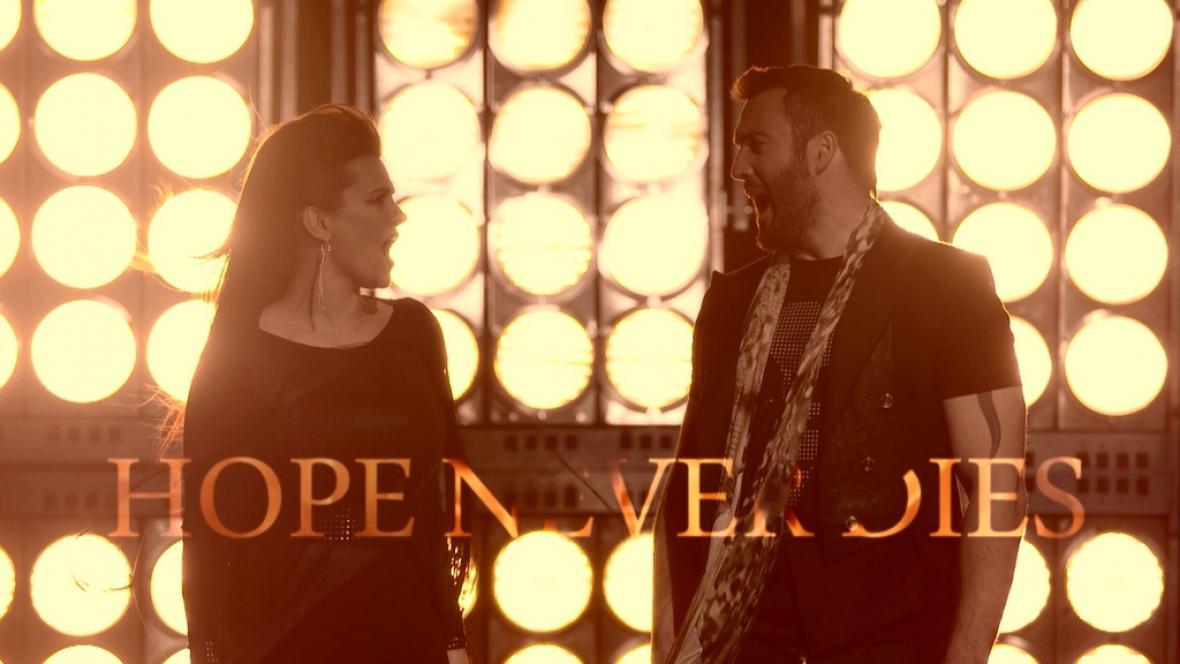 Z klipu Hope Never Dies