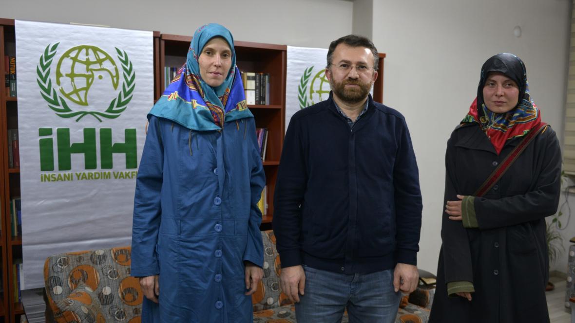 Češky Antonie a Hanka a zástupce IHH Şahin