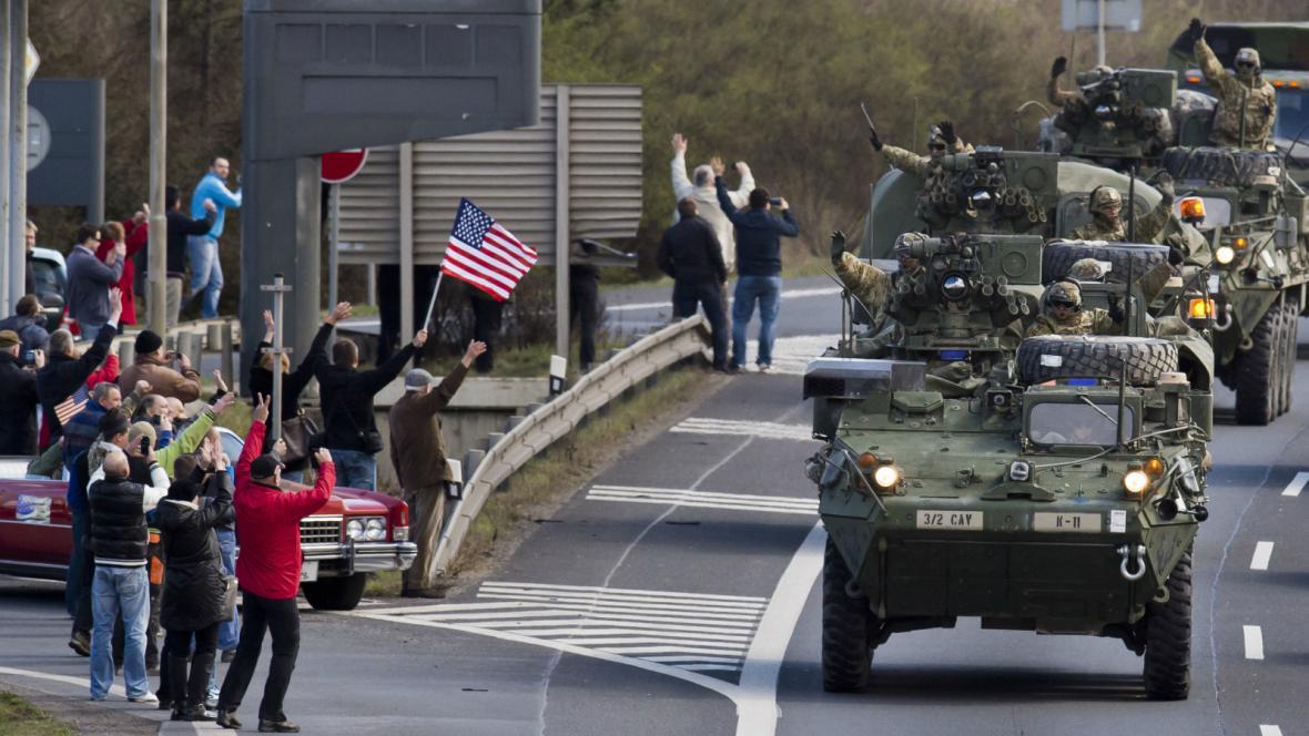 Američtí dragouni přijíždějí do hlavního města