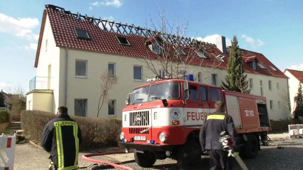 Vyhořelá uprchlická ubytovna v Sasku