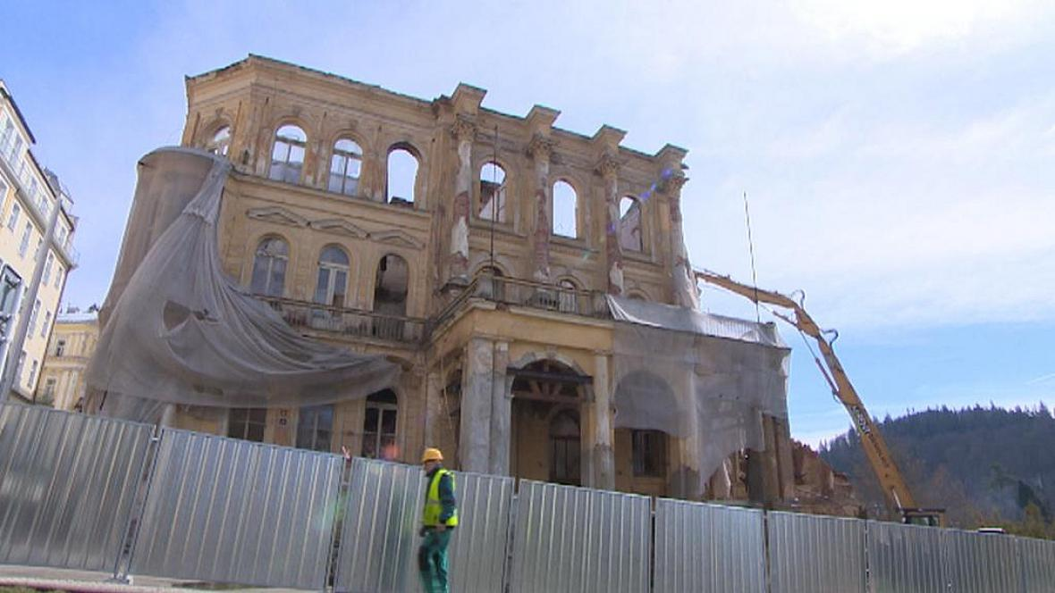 Hotel Rozkvět v Mariánských Lázních jde postupně k zemi