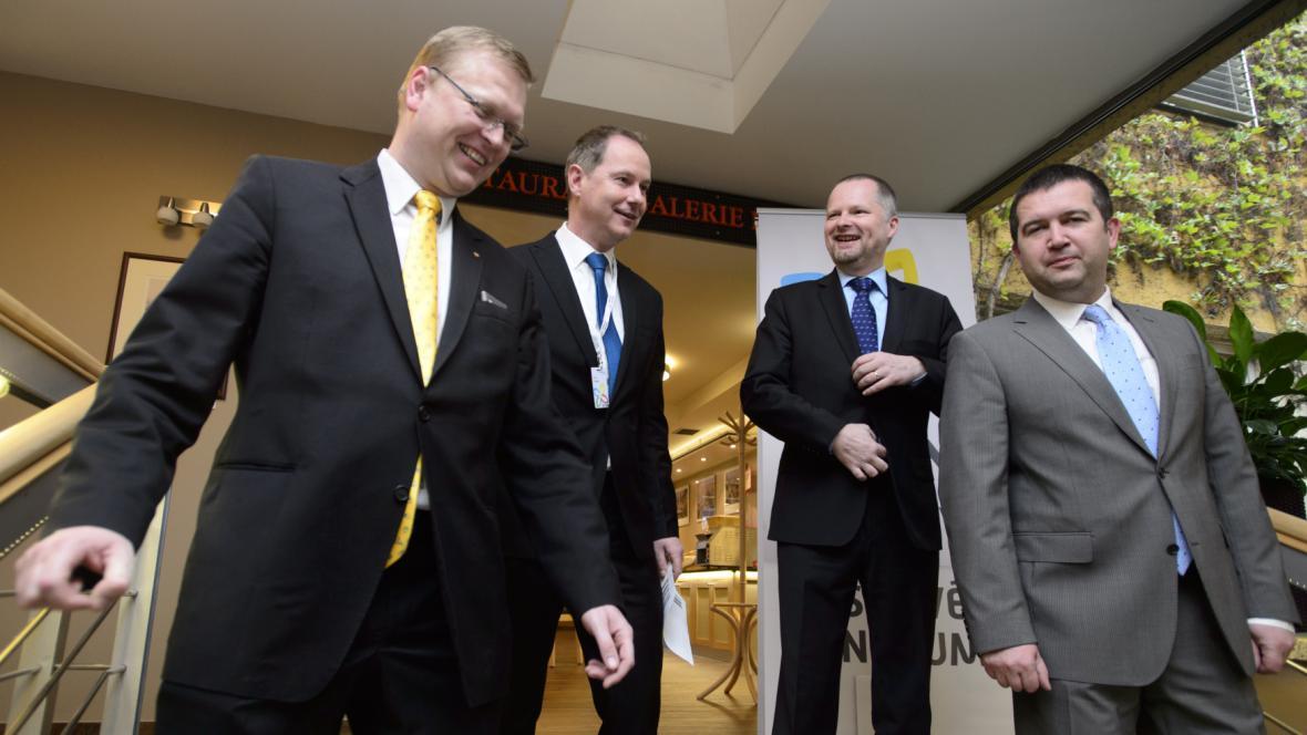 Bělobrádek, Gazdík, Fiala a Hamáček na sněmu STAN
