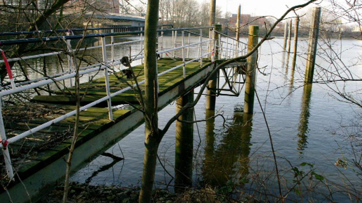 Zchátralý český přístav v německém Hamburku