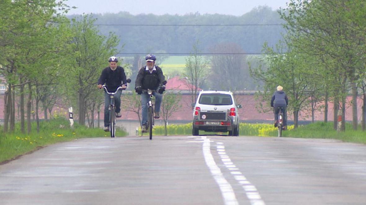 Stěžery plánují cyklostezku a potřebují překlenout budoucí trasu D11