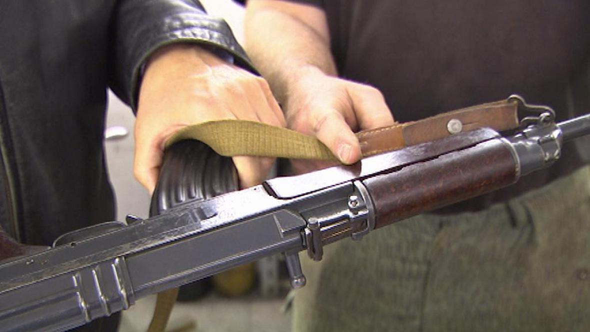 Slovenský způsob znehodnocení zbraní je mírnější než český