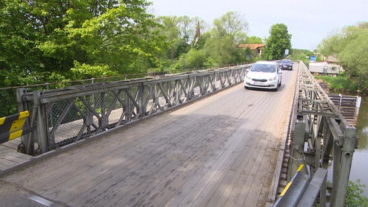 Most v Kuněticích