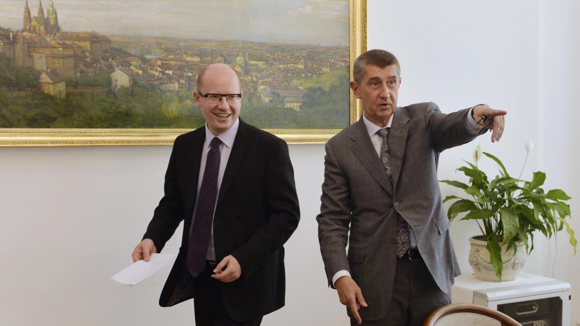 Premiér Bohuslav Sobotka (ČSSD) a ministr financí Andrej Babiš (ANO)