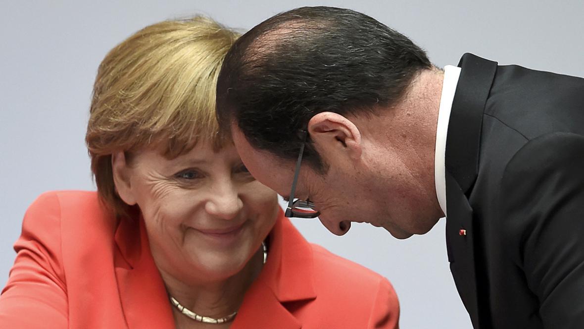 Angela Merkelová a Francois Hollande na berlínské konferenci o klimatu