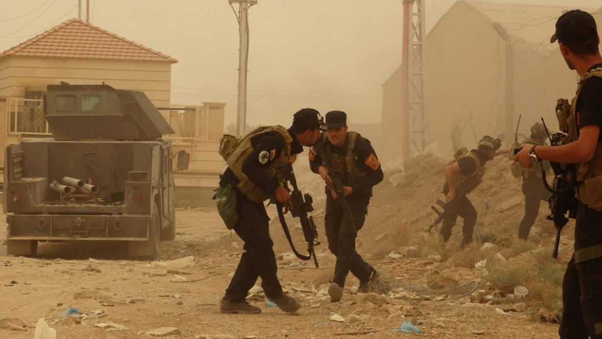 Irácká armáda při přestřelkách s islamisty poblíž Ramádí