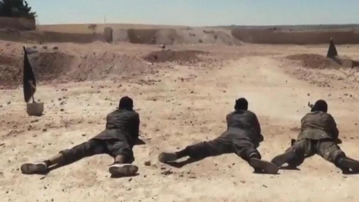Vojenský výcvik nových rekrutů Islámského státu
