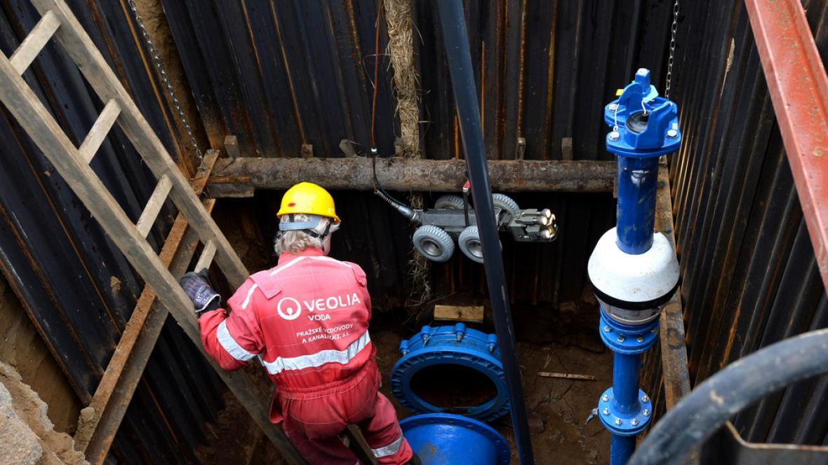 Vodohospodáři zkoumají potrubí kamerovým systémem