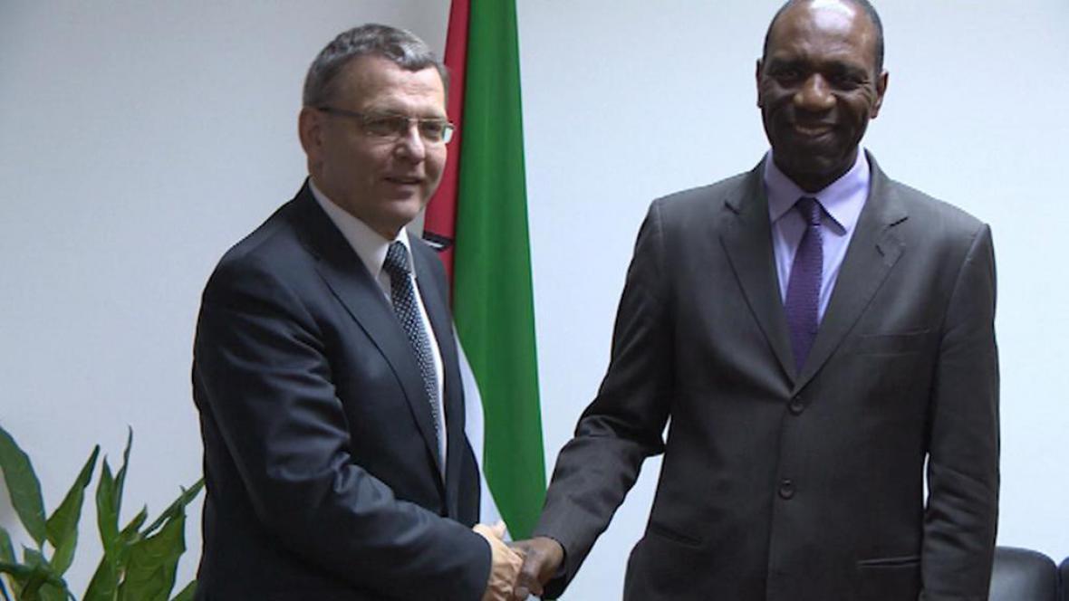 Lubomír Zaorálek při návštěvě Mozambiku