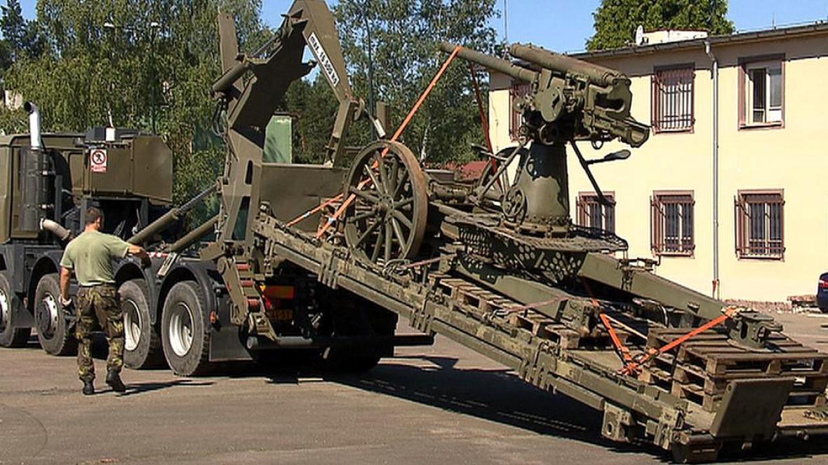 Nová vojenská technika v Lešanech