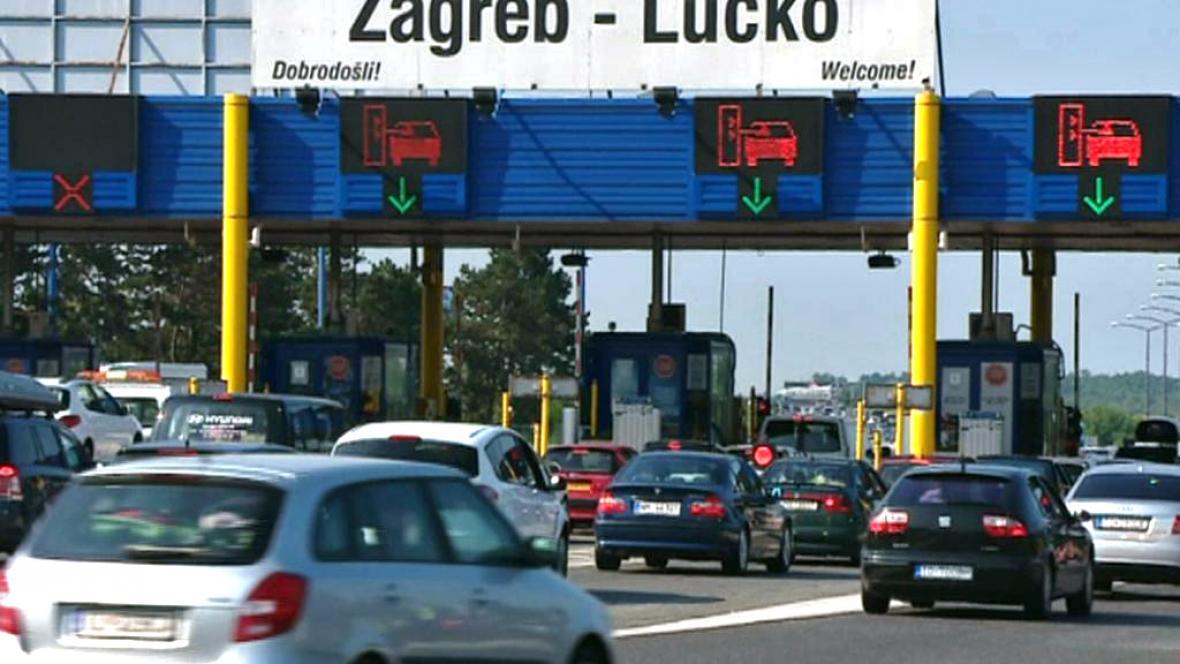 Dopravní zácpy u mýtných bran v Chorvatsku