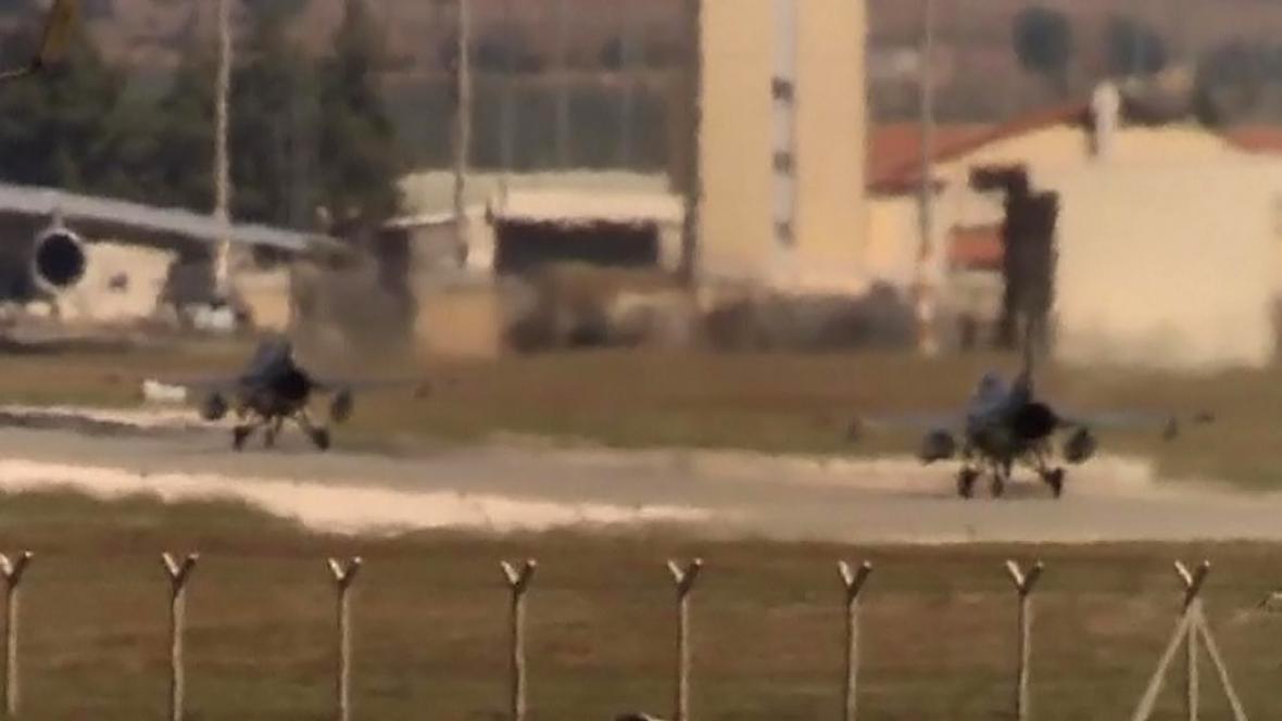 Stíhačky startující z turecké základny Incirlik