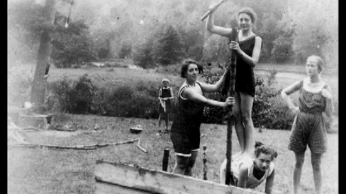 První dívčí skautský tábor