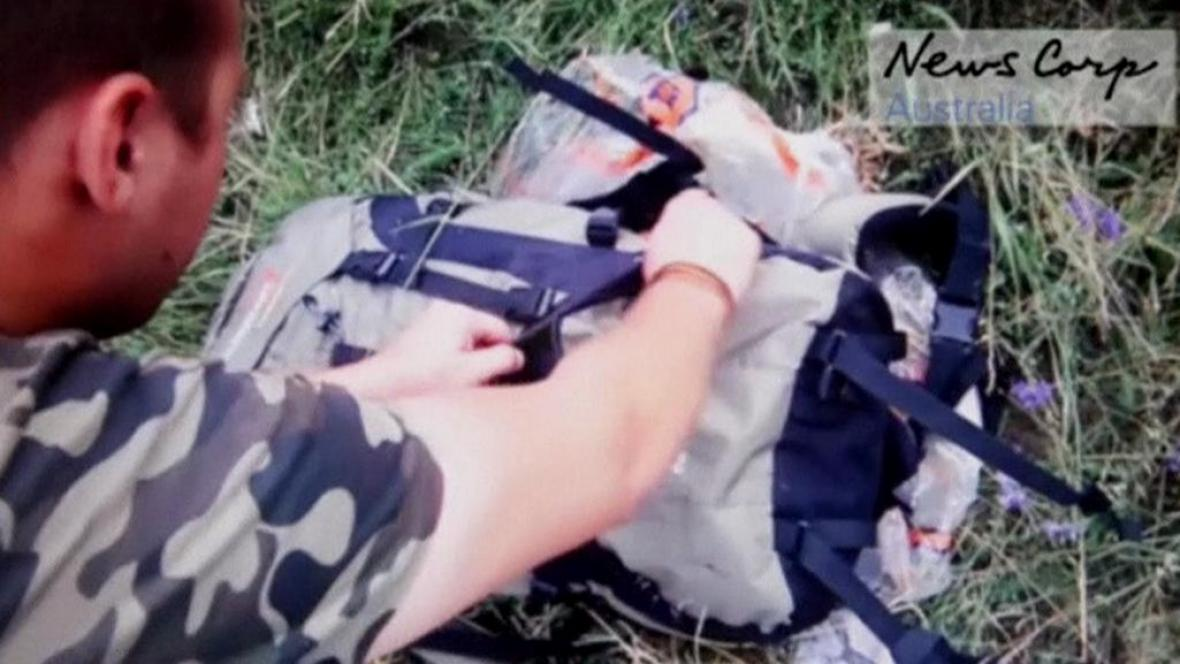 Povstalci prohledávají věci z letu MH17