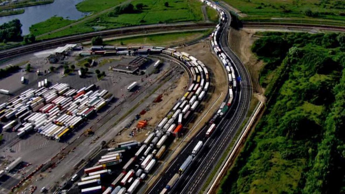 Kolona kamionů v Calais