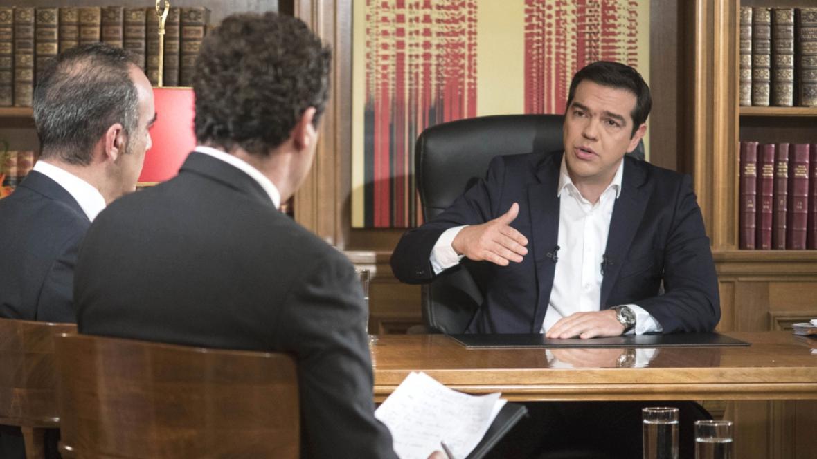 Řecký premiér při televizním rozhovoru