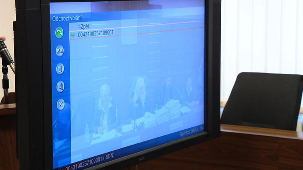 Soudy a věznice propojí videokonference