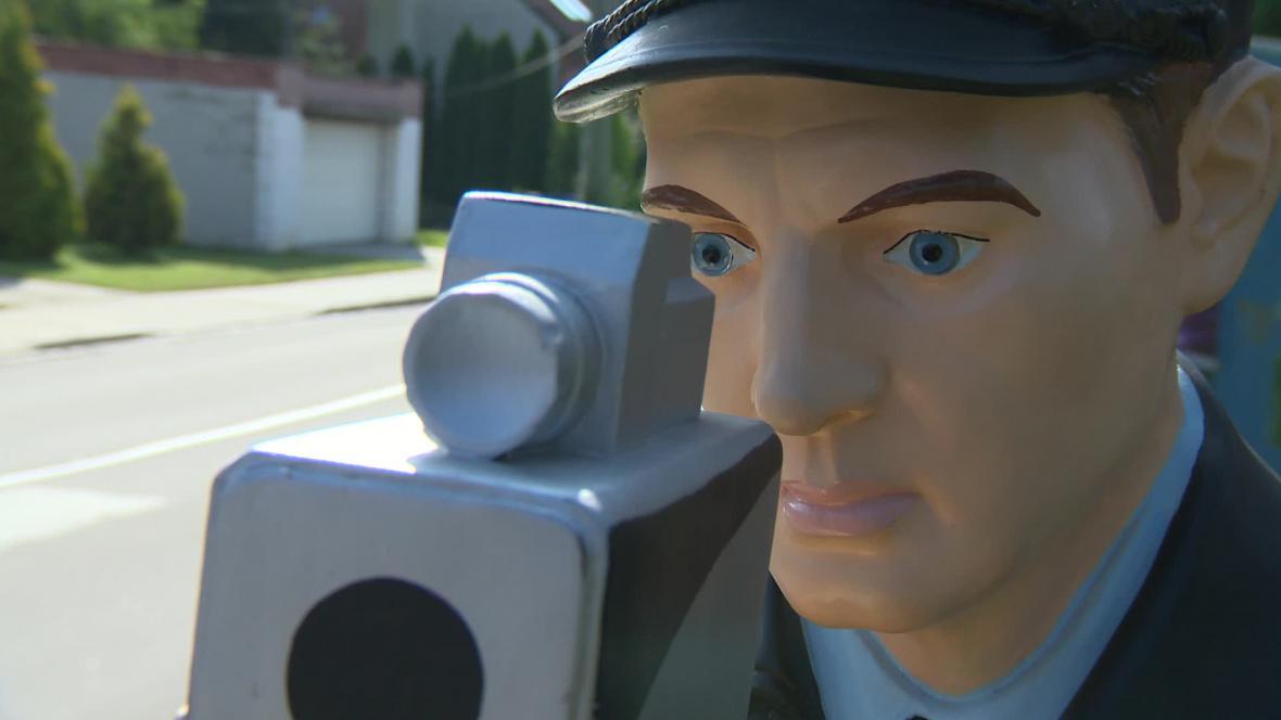 3D strážník má za úkol překvapit rychle jedoucí řidiče