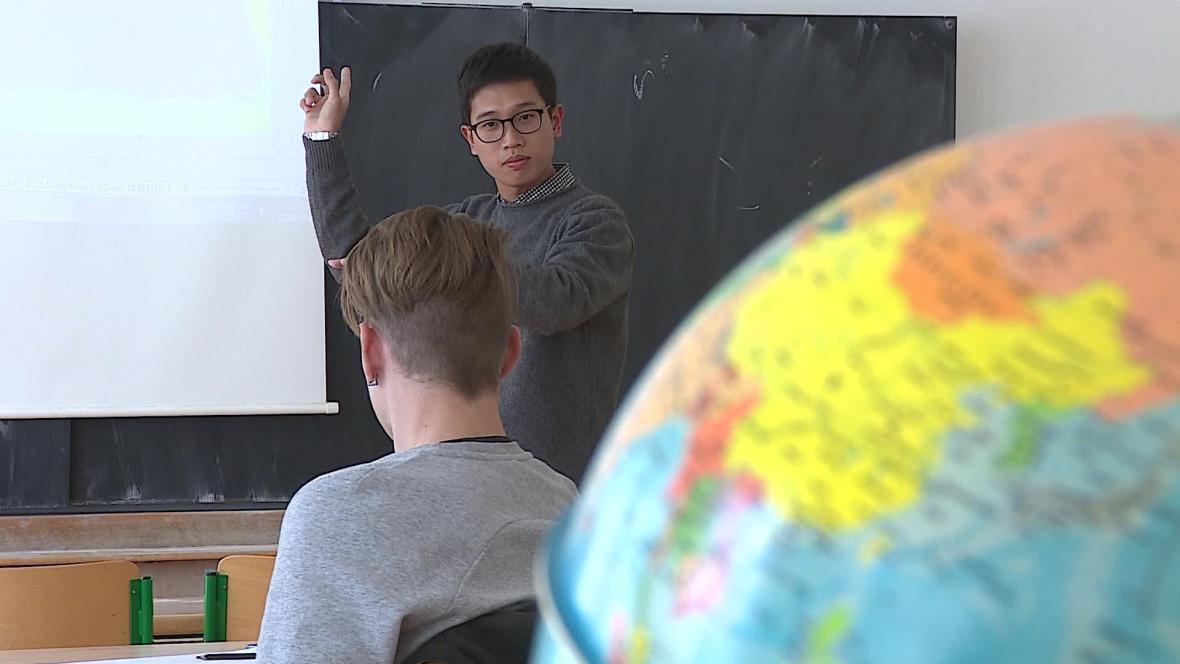 Svou kulturu představuje studentům celkem 14 cizinců