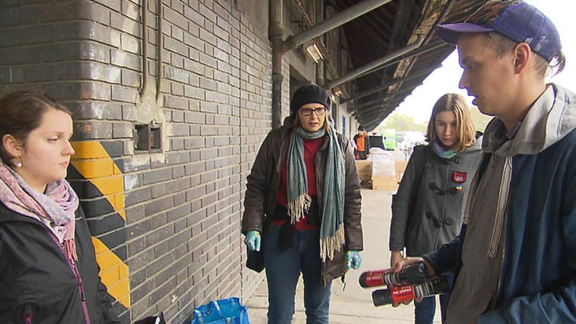 Čeští dobrovolníci připravují pomoc pro uprchlíky