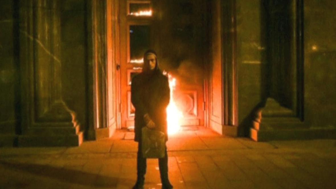 Pavlenskij před budovou FSB