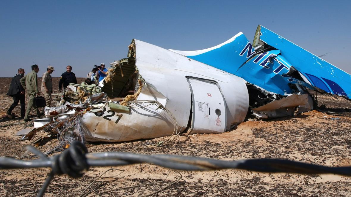 Část vraku ruského Airbusu A321, který se zřítil nad Sinají
