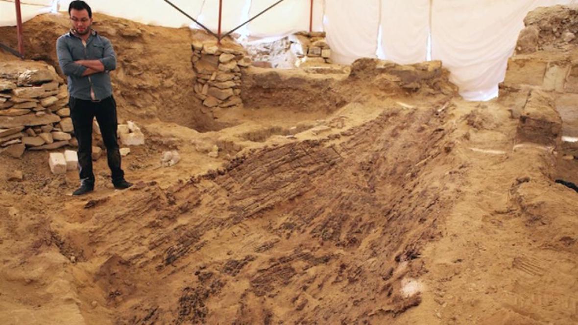 Čeští archeologové objevili v Egyptě loď pro duši nebožtíka
