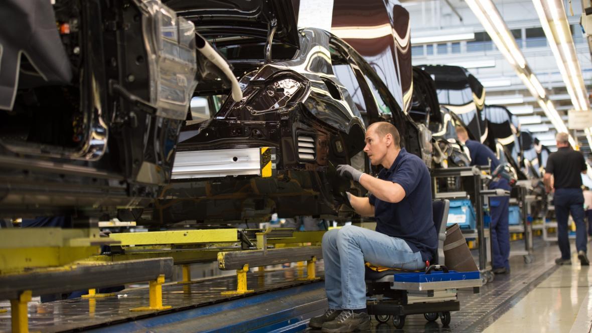 Výroba automobilky Daimler