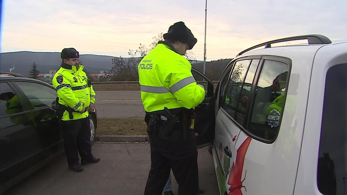 Brněnští strážníci nově dávají dýchnout při každé kontrole