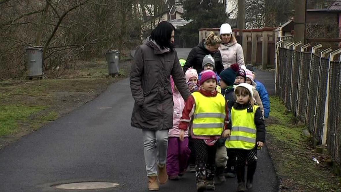 Letos mohou děti chodit na vycházky častěji