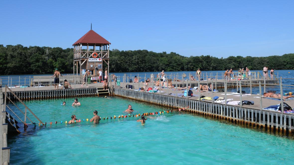 Rekreační areál Kamencového jezera na snímku z roku 2009