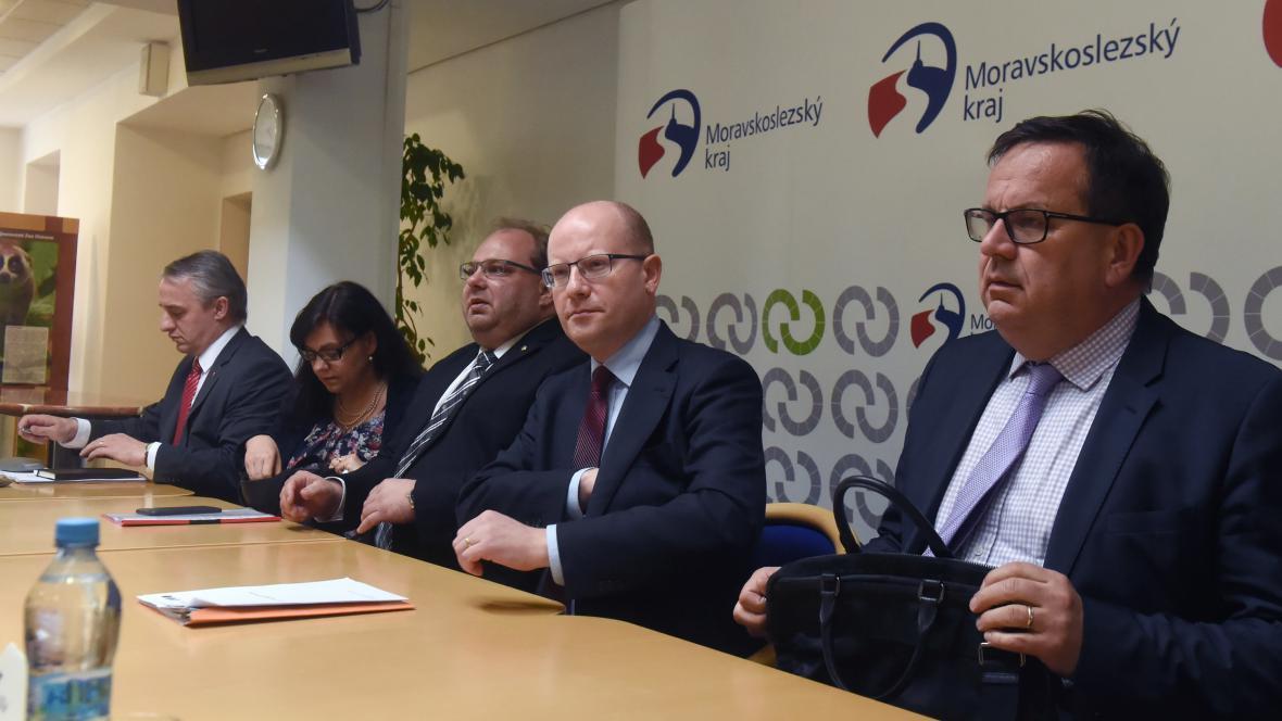 Část vlády v Ostravě na jednání kvůli OKD